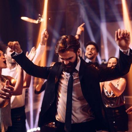 hochzeitsgaeste tanzen auf der party